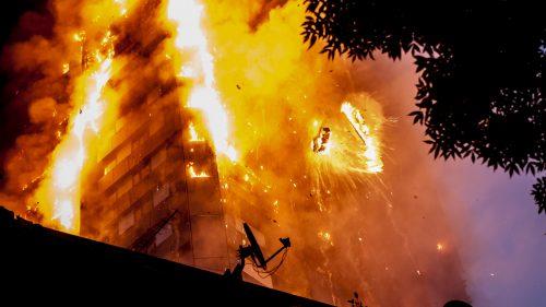 Đau xót ngọn lửa bao trùm tòa tháp chung cư 24 tầng ở London thumbnail